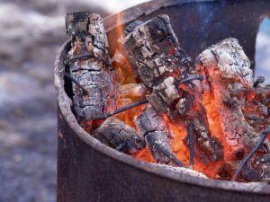 como hacer fuego para el asado